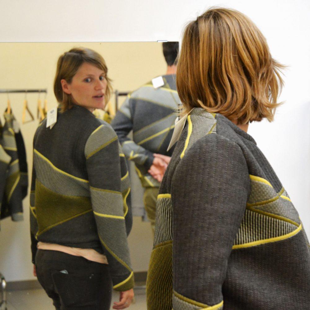 launch studio ama sweater meisje met spiegel
