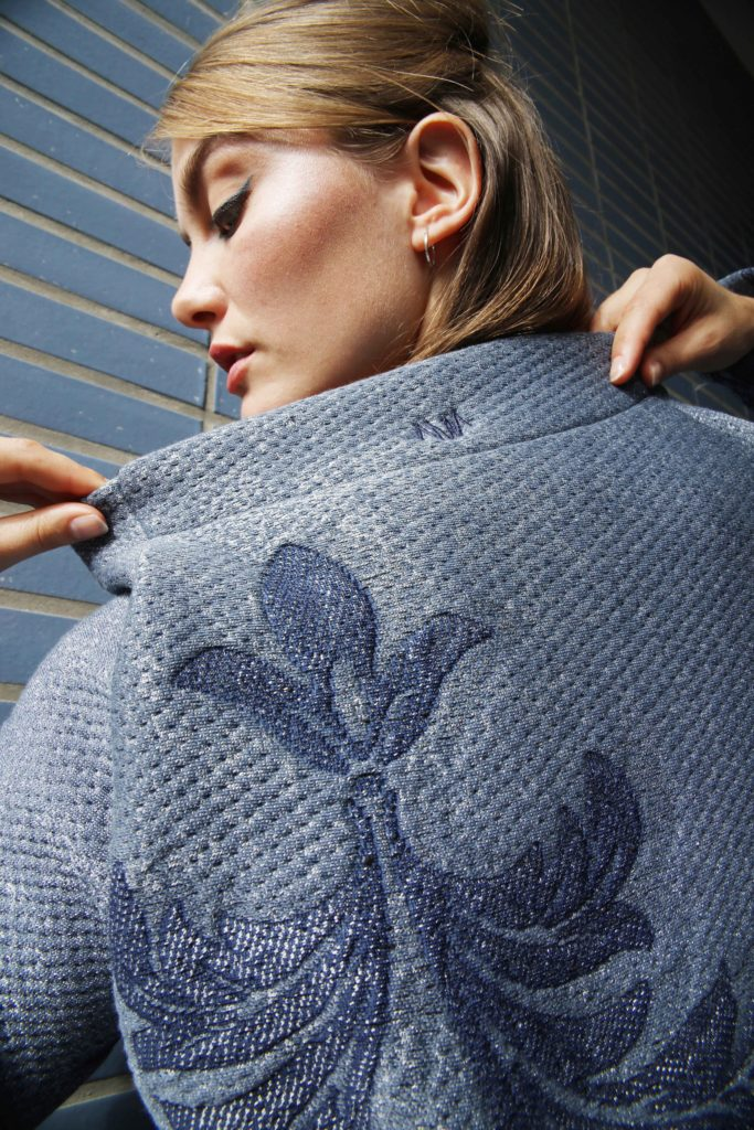 Studio AMA _ DELTA jacket blauw shimmer _ foto Annelie Vandendael