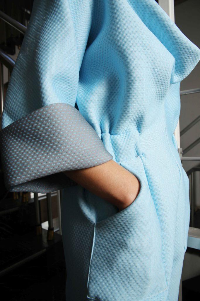 Studio AMA _ ECHO jumpsuit lichtblauw detail _ foto Annelie Vandendael